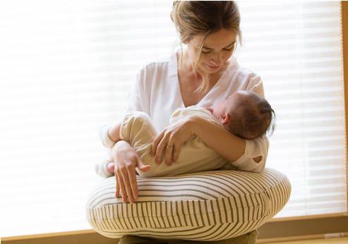 正しい授乳の姿勢の座り方