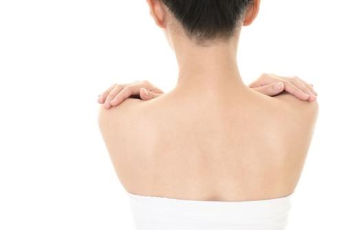 授乳で背中が痛い