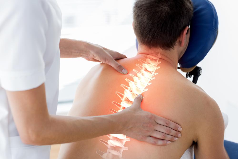 広背筋のコリで腰痛肩こり背中の痛み肩甲骨の症状も引き起こします