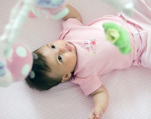 産後2か月の赤ちゃんとオモチャ