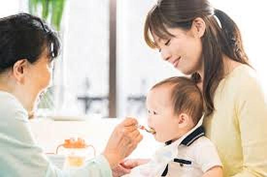 赤ちゃんの離乳食は楽しく