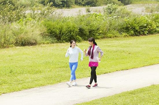 腰方形筋は歩く際にも作用