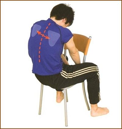 肩甲骨の内側をほぐすストレッチ2