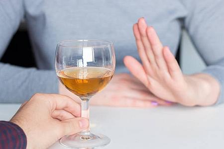 授乳中のアルコールはダメ