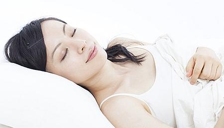 骨盤や背骨が歪まない睡眠|正しい寝方