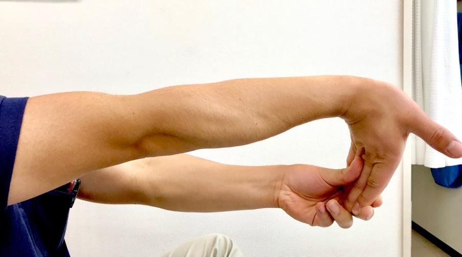 撓側手根屈筋のストレッチ