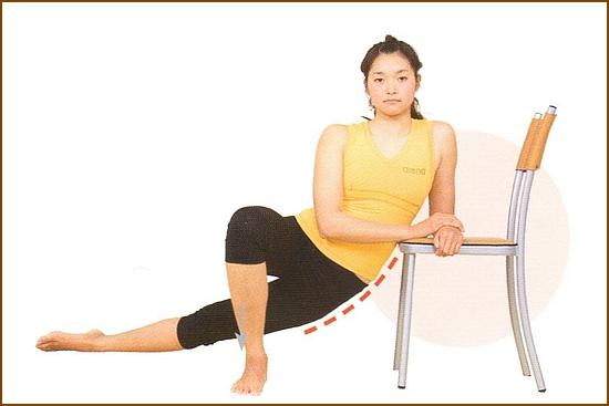 椅子を使ってお尻を伸ばすストレッチ